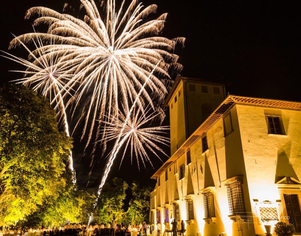Una cornice splendida a Villa Corsini con uno spettacolo di fuochi d'artificio