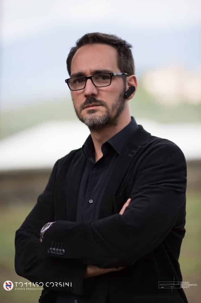 Primo piano di Alberto Bompani, la mente creativa dietro il progetto Alma Project 24/7