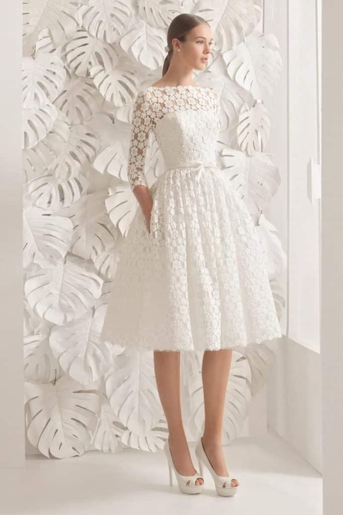 Splendido abito da sposa corto ricami