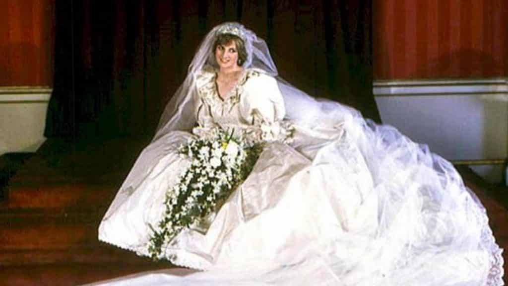 Princess Diana's stunning wedding dress