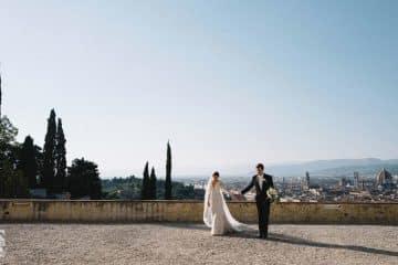 sposi sullo sfondo di firenze