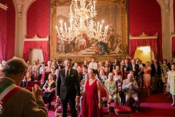Una cerimonia di matrimonio con rito civile in Sala rossa a Firenze